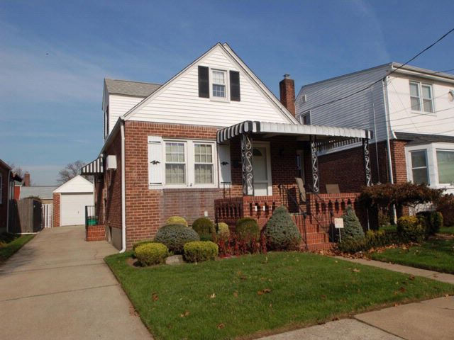 3 BR,  1.00 BTH  Cape style home in New Hyde Park
